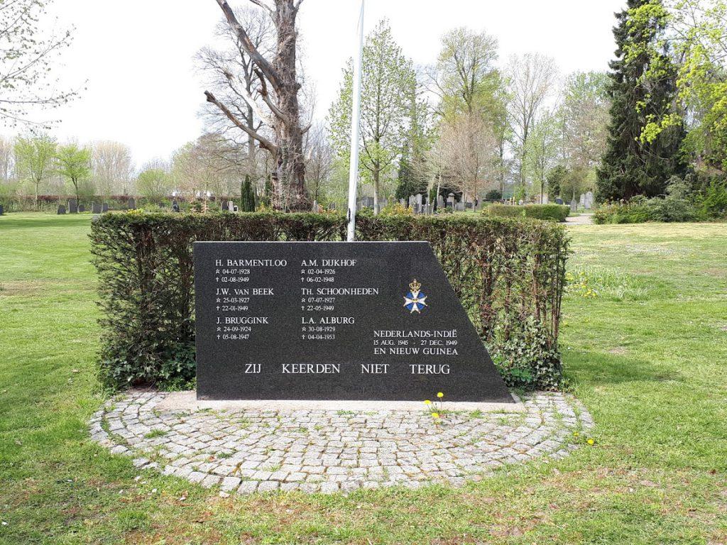 Gedenkmonument op begraafplaats Voorst bij Zutphen